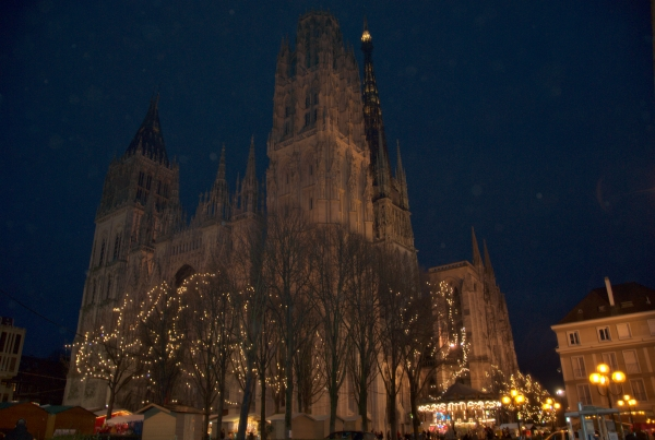 A photograph of Rouen Cathedral at christmastime.